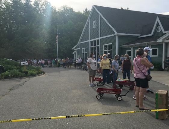 Long line before the opening